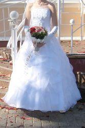 Продаётся свадебное платье цв.белый,  цельное