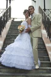Продаю свадебное платье р. 44-46, цвет белый.